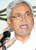 Nitish takes a day to rethink exit, Sharad heckled by MLAs
