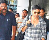 Akshay Kumar Issues Apology On Behalf Of Bodyguard Who Punched A Fan