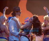 Check out Jacqueline Fernandez romancing Arjun Rampal and Ranbir Kapoor in Roy