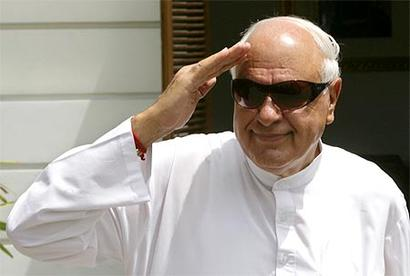 Despite assets worth Rs 13 crore, Farooq Abdullah applies for LPG subsidy
