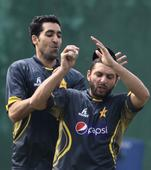 Pakistan bat; Afridi fit, Mendis left out