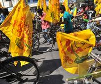 Hyderabad: TDP seeks Governor's intervention in farmers issue