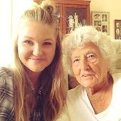 Young woman befriends lonely 91-year-old at bus stop and helps her take her first selfie