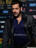 Salman, Katrina, Alia, Kriti stun at IIFA Rocks 2017 Green Carpet