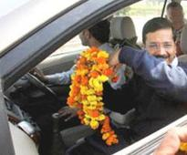 Cops stop Kejriwal on way to Modi's house in Gandhinagar