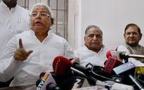 Lalu, Sharad meet 'bhai' Mulayam to save Bihar alliance