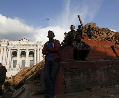 Nepal earthquake toll touches 3,300; over 6,000 hurt