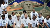 Former hockey captains gathered at Jantar Mantar to demand the long due Bharat Ratna for Dhyan Chand