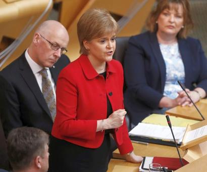 Scotland's lawmakers back new independence referendum
