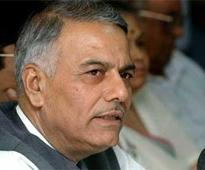 Yashwant Sinha targets Arun Jaitley: Govt defends, says economy fastest growing; Congress steps up attack