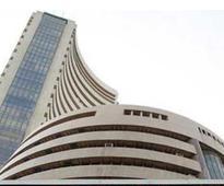 Sensex trades flat; IT stocks gain