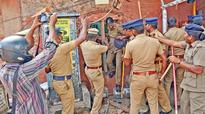 Pro-jallikattu protest: As cops intervene in Chennai, anti-socials have free run