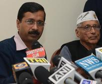 Kejriwal takes on Modi on gas pricing issue