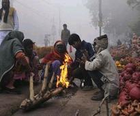 Fog disrupts train services;Sikar shivers at 2.5 deg C