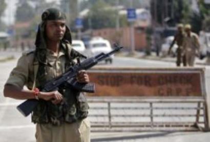 Militants attack CRPF camp in Pulwama, 3 jawans injured