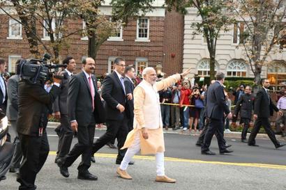 PM Modi pays tributes at Gandhi's statue in Washington