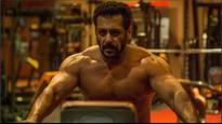 Tiger Zinda Hai | Shirtless Salman Khan sweating it out in the gym will give you major fitness goals
