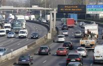 Paris pollution prompts car restriction