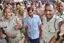 Stones Thrown At Kejriwal in Varanasi